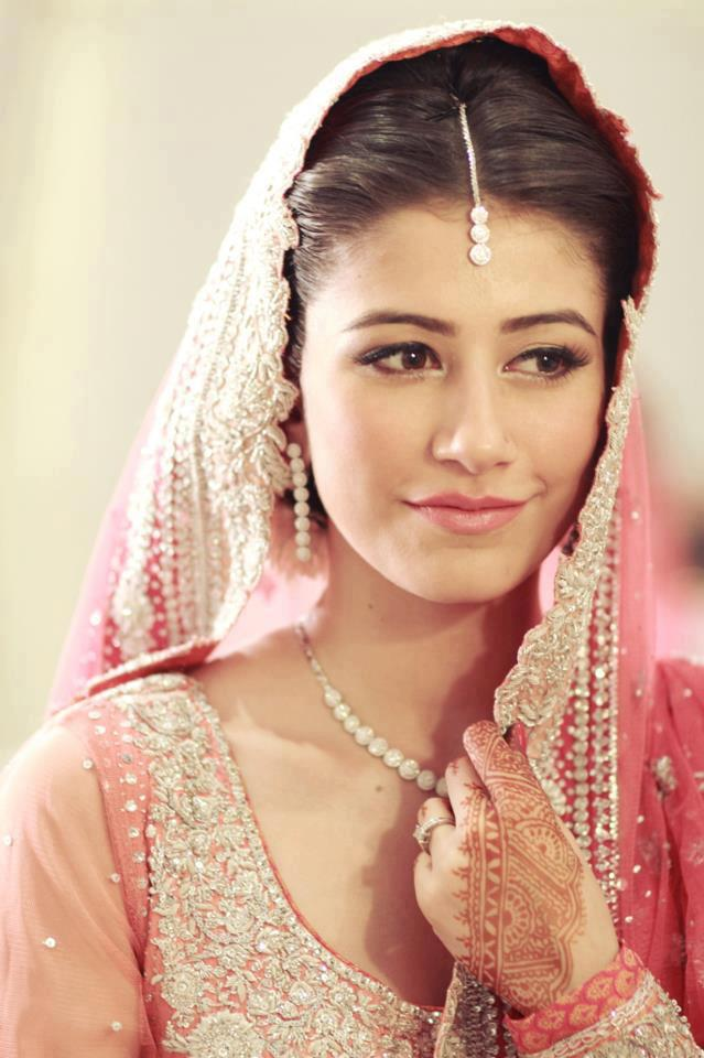 557337 402038959877300 1608875042 n - Syra Yousuf and Shehroze Sabzwari Nikkah / Wedding Pictures